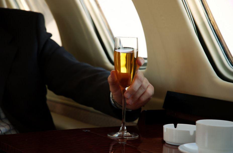 Pert indított a férfi, aki pezsgőt kapott champagne helyett
